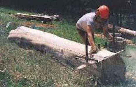 Free plans to build a Chainsaw Mill.
