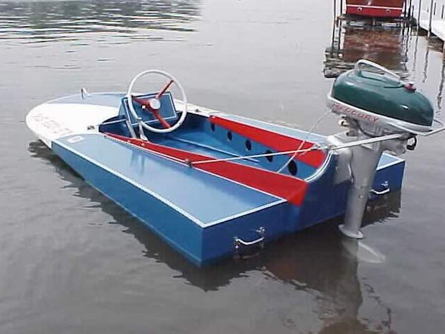Free plans to build a Hydroplane Minimax Boat.
