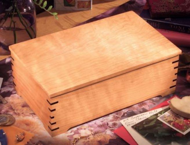 Build a Keepsake Box using free plans.