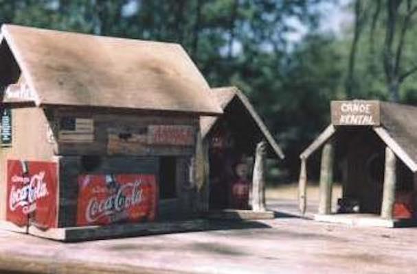 Free plans to build a Pallet Birdhouse.
