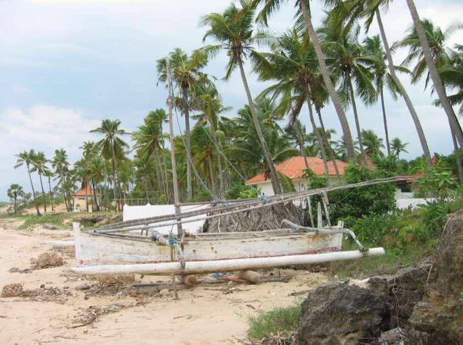Follow along and build a Madura Jukung Canoe.