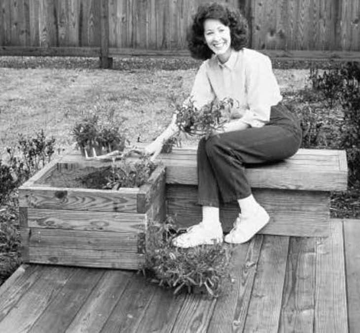 Free plans to build a Garden Planter Bench.