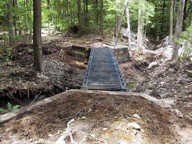 Free plans to build a Deck Truss Bridge.