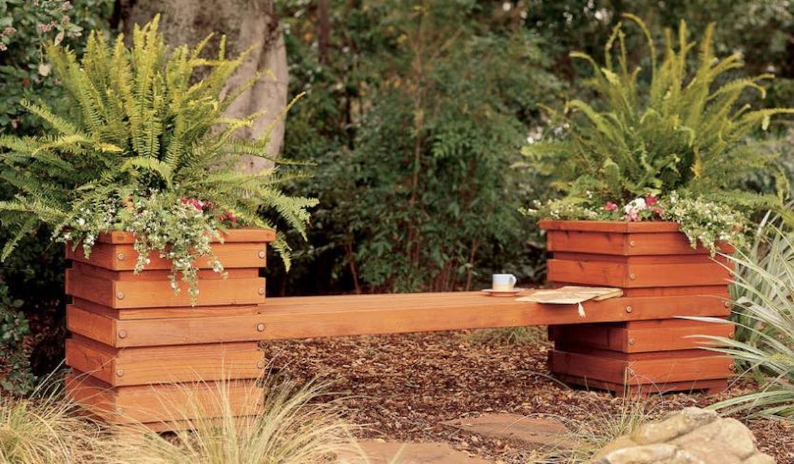 Free woodworking plans to build a Planter Bench.