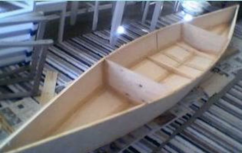 Build your own Scull Training Boat with free plans.