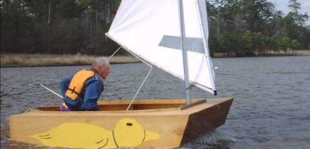 Free plans to build a Puddleduck Racer Sailboat.
