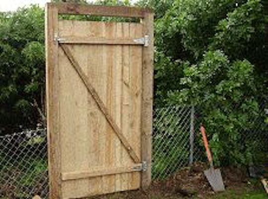 Build a Gate for fence 6ft high using free plans.