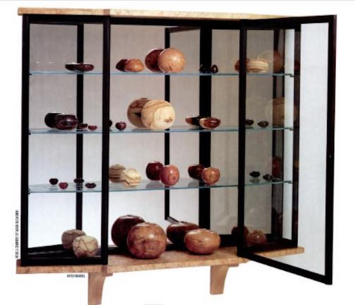 Free plans to build a Display Cabinet.