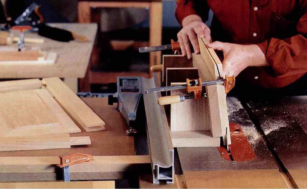 Free Woodworking Plans for a Tablesaw Frame and Panel Jig