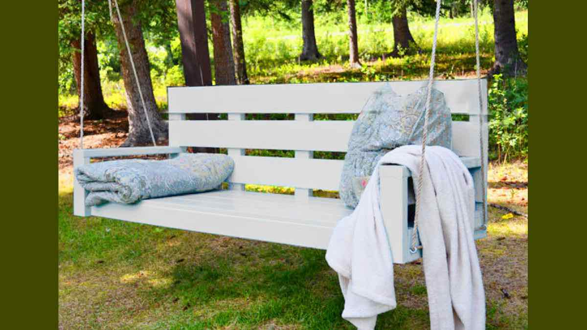 swings,outdoors,porch swing,hanging,DIY instructions,free woodworking plans,do it yourself,woodworkers,how to build,tools