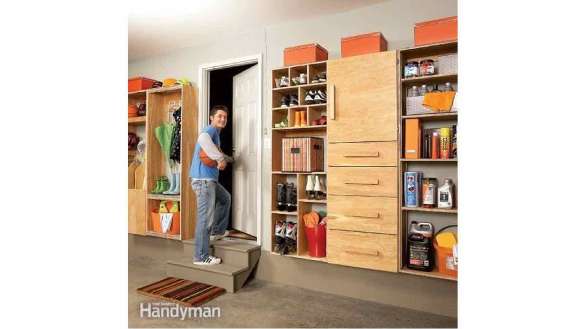 mudroom,storage,workshops,garages,DIY instructions,free woodworking plans,do it yourself,woodworkers how to build,tools,networks,ideas,woodcrafts