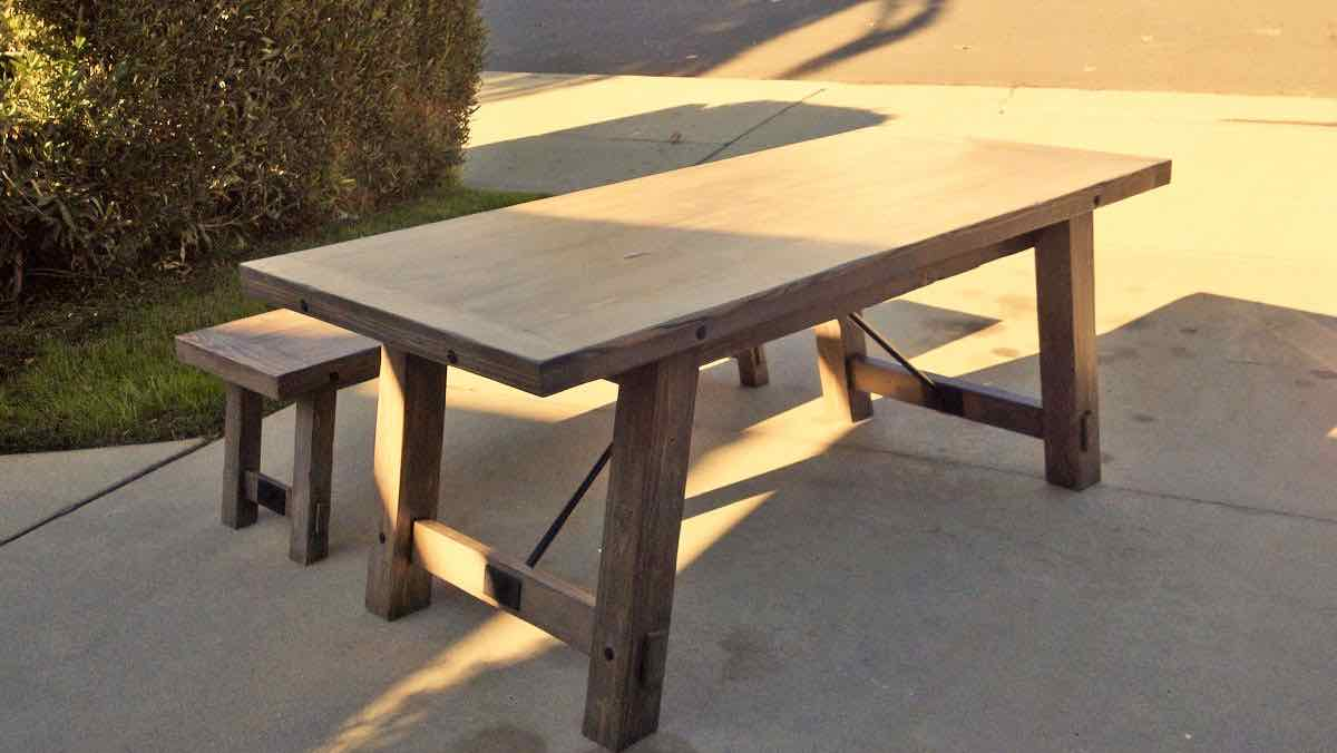 tables,farmhouse,furniture,dining room table,wooden,DIY instructions,free woodworking plans,do it yourself,woodworkers,how to build