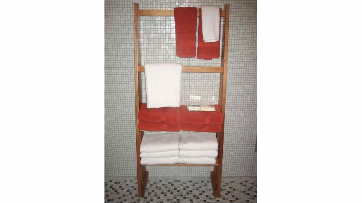 ladder shelves,ladder shelfs,free woodworking plans,projects,bathrooms,storage,wooden,do it yourself,woodworkers