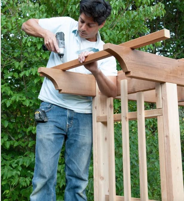 Free plans to build a Garden Arbor Bench.