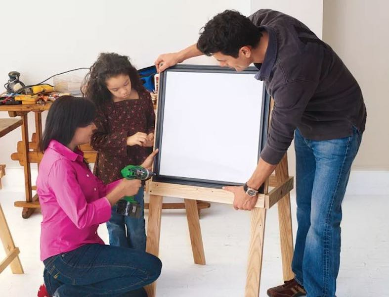 Build a Little Artists Easel using free woodworking plans.