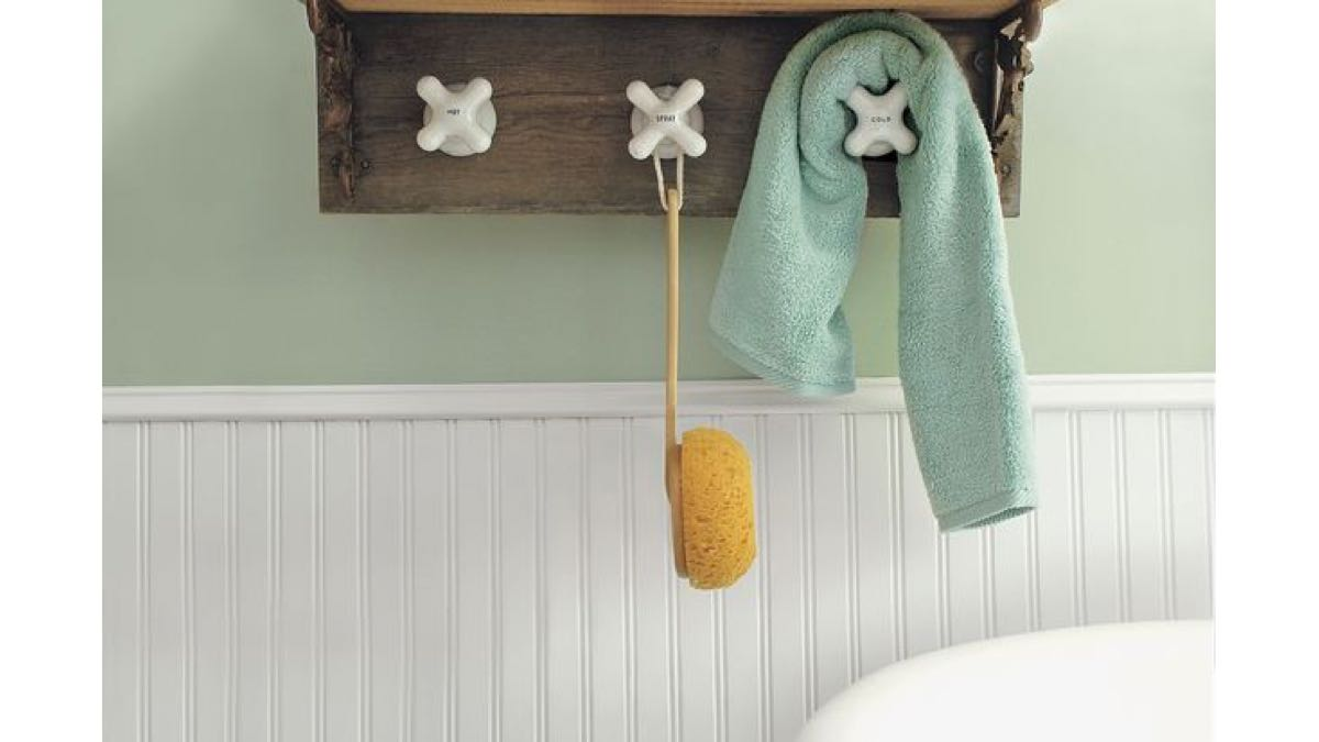 towel racks,bathrooms,wall mounted,free woodworking plans,projects,do it yourself,woodworkers