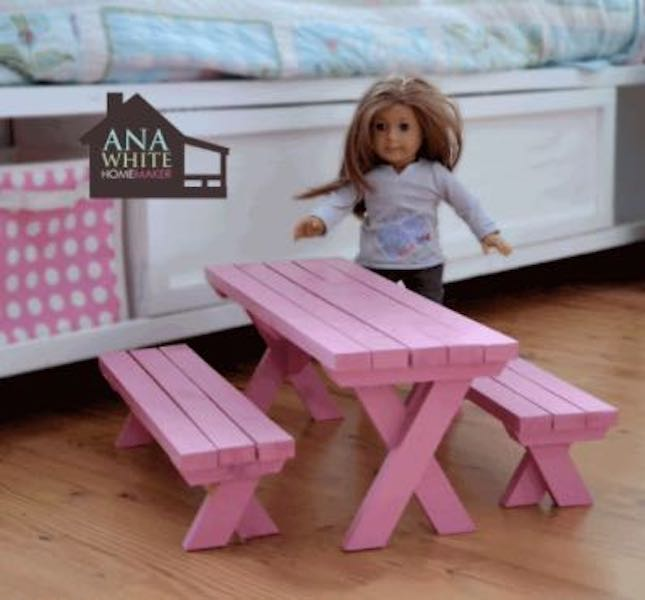 Free plans to build a Doll X Picnic Table and Benches.