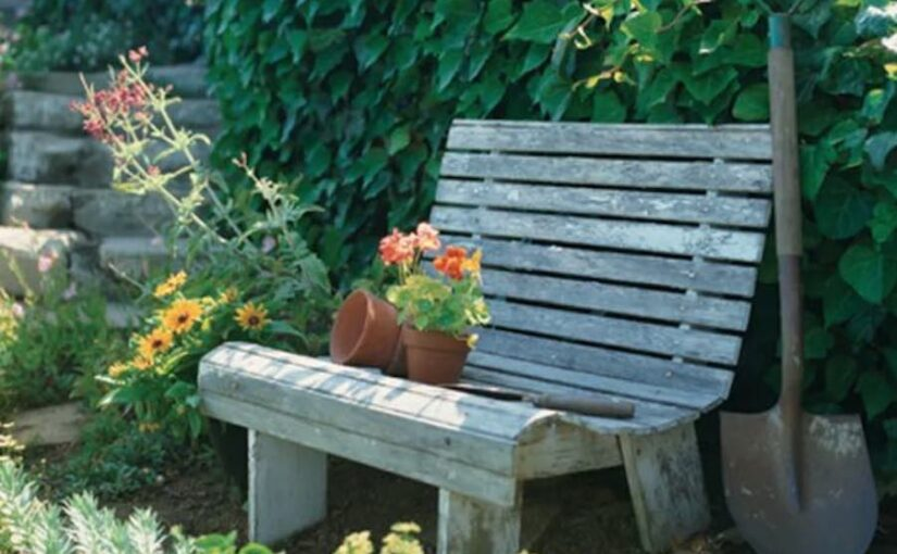 Free step-by-step plans to build a Garden Bench.