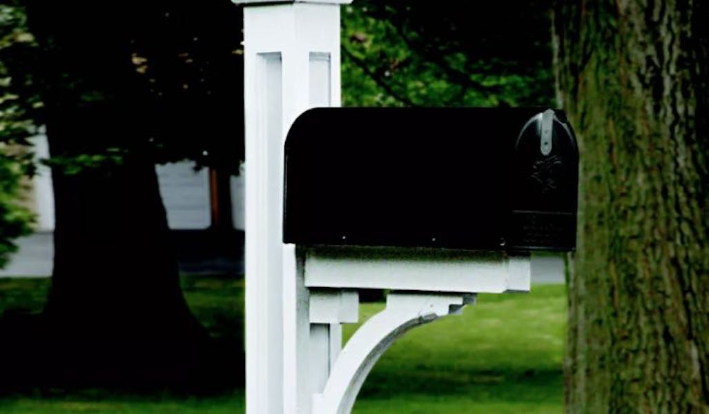 Free plans to build a Panelled Mailbox Post.