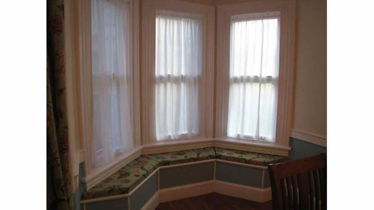 window benches,window seats,free woodworking plans,projects,built in,do it yourself,woodworkers