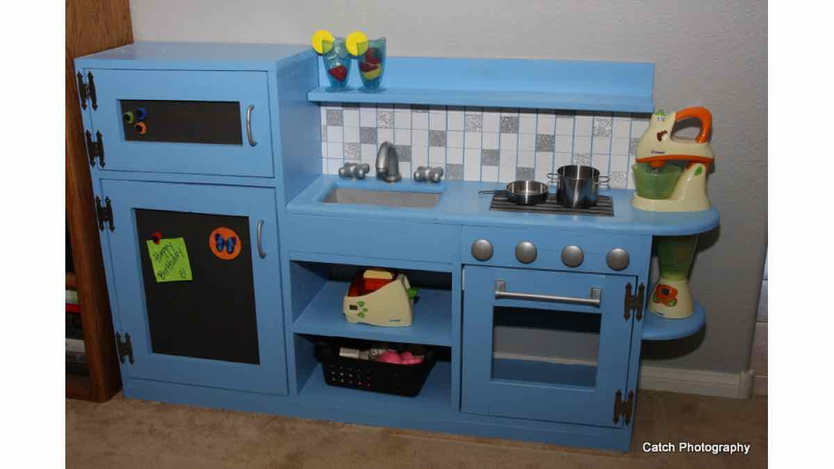 play kitchens,childrens,childs,free woodworking plans,projects,toys,games,kids,kitchens,do it yourself,woodworkers