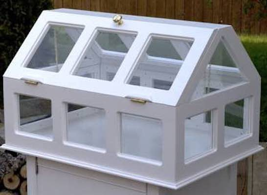 Free plans to build an Indoor Greenhouse.