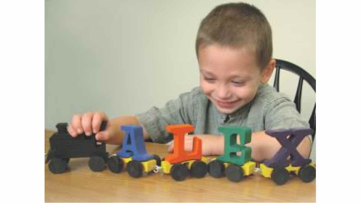 pull toys,trains,scroll saw,scrollsaw,childrens,childs,kids,free woodworking plans,projects,do it yourself,woodworkers