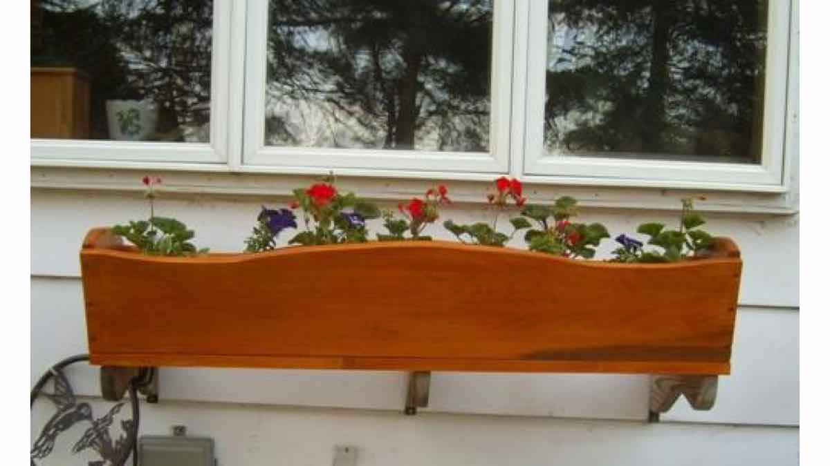 window boxes,flower boxes,wooden,free woodworking plans,projects,do it yourself,woodworkers
