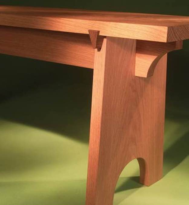 Free plans to build a Sliding Dovetail Bench.
