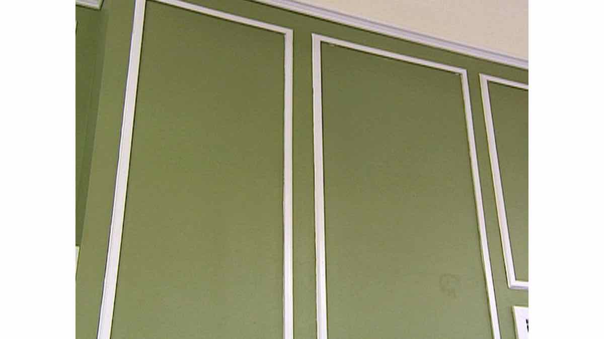 wainscoting,paneled walls,picture frame molding,free woodworking plans,projects,how to,diy