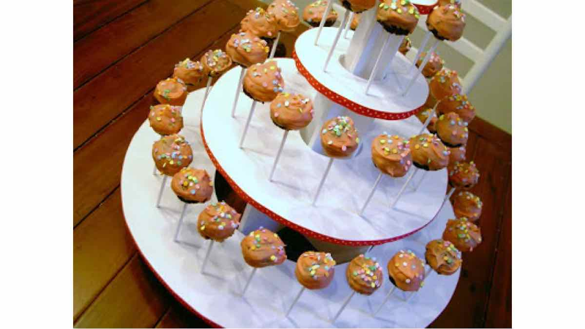 stand,tower,cupcakes,free woodworking lans,projects,diy,cakepops