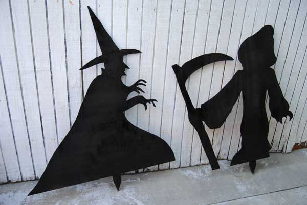 How to build a Halloween Yard Art free project
