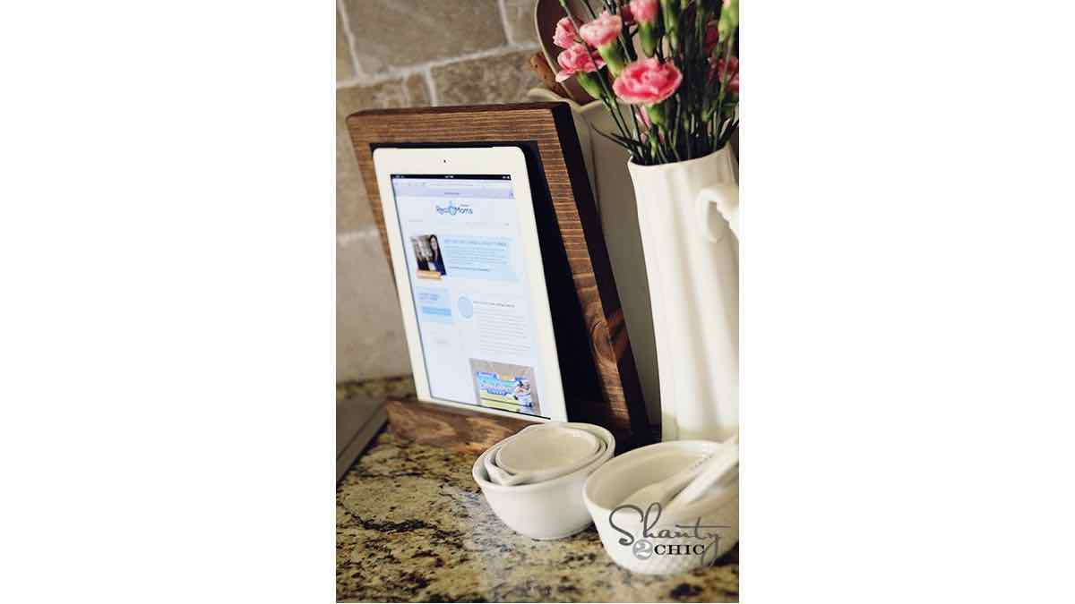 display stand,wooden,free woodworking plans,projects,diy