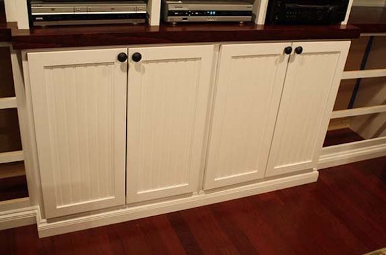 Free plans to build Shaker Cabinet Doors with Beadboard.