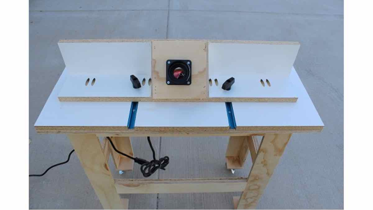 Router Table free woodworking plans.