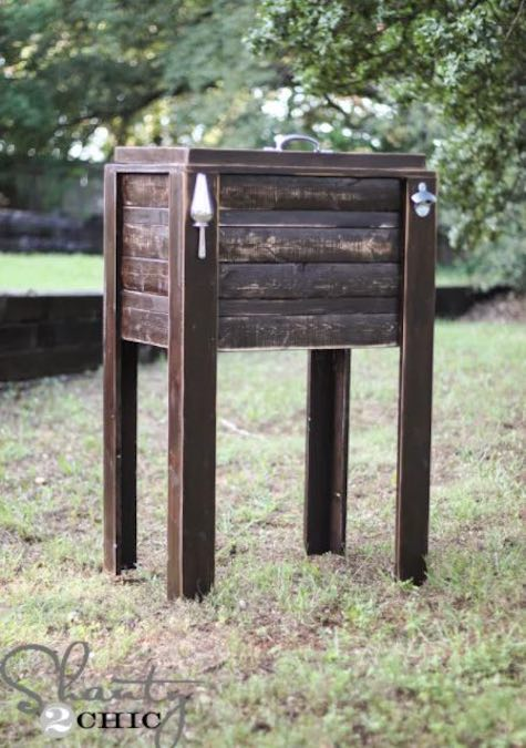 Free plans to build a Rustic DIY Cooler.