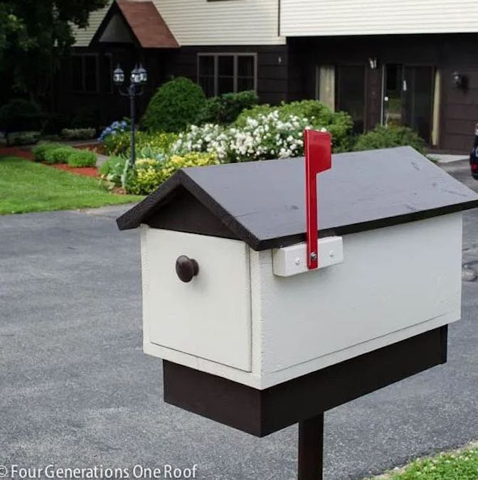 Free plans to build a Curb Side Mailbox.