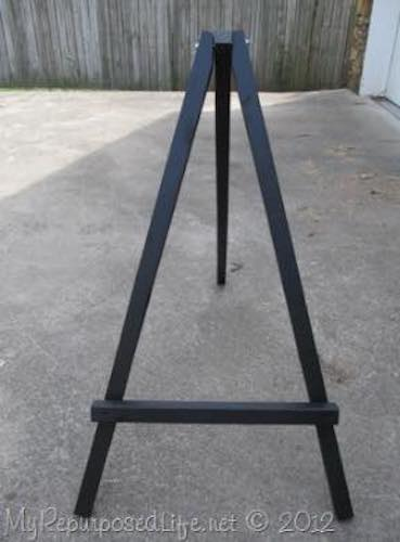 Free plans to build a Large Easel.