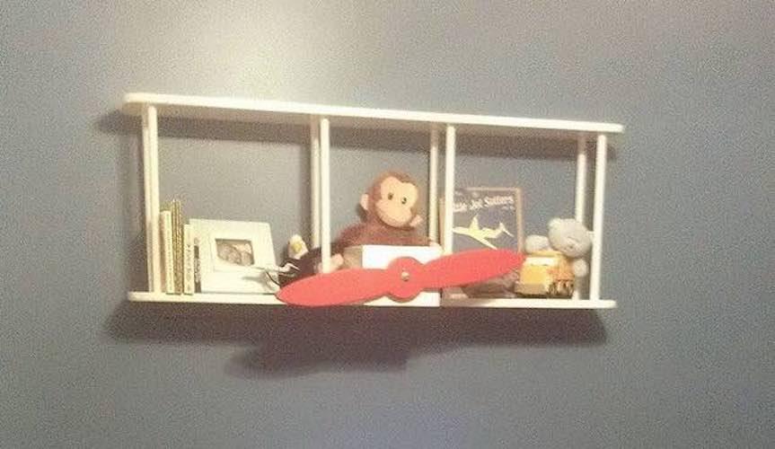 Free plans to build a Airplane Bookshelf.