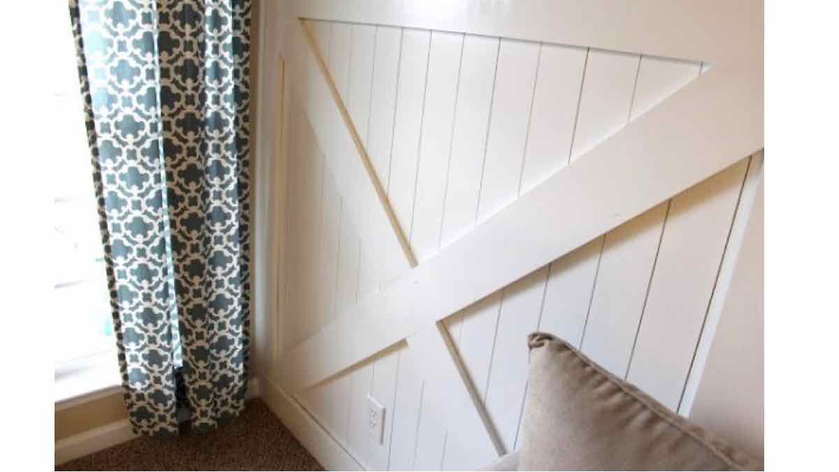 wainscoting,barn door,diy,free woodworking plans,free projects,do it yourself