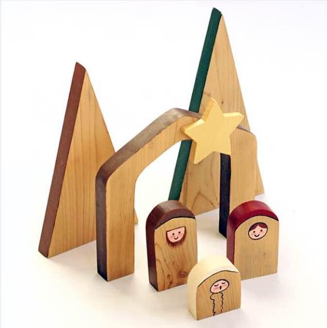 Easy to build Nativity Scene using free plans.