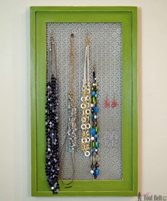 Free plans to build a Jewelry Display Board.