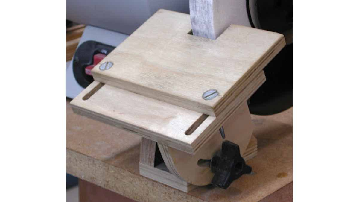 grinder tool rest,wooden,diy,free woodworking plans,free projects,do it yourself