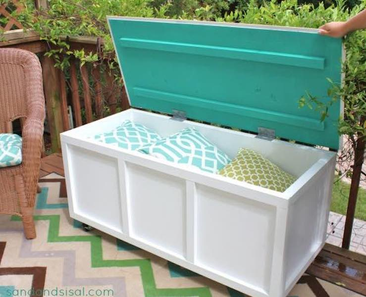 Free plans to build an outdoor Storage Box Bench.