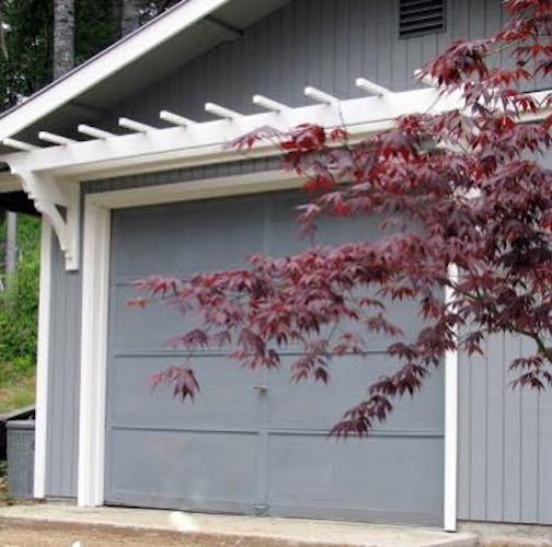 Free plans to build a Garage Door Trellis.