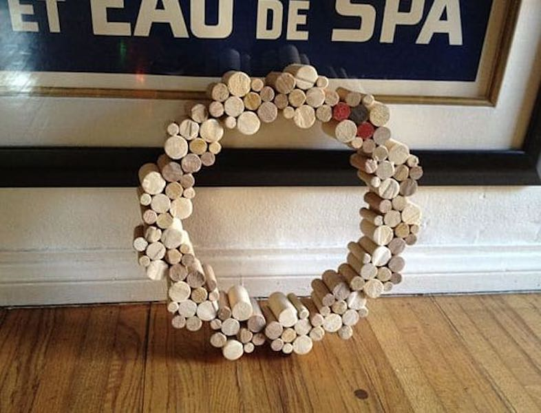 Free plans to build this Dowel Wreath.
