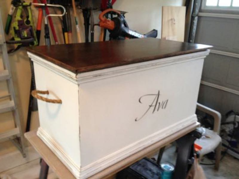 Free plans to build a Toy Chest.