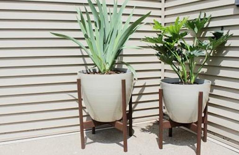 Free plans to build a Wooden Plant Stand.