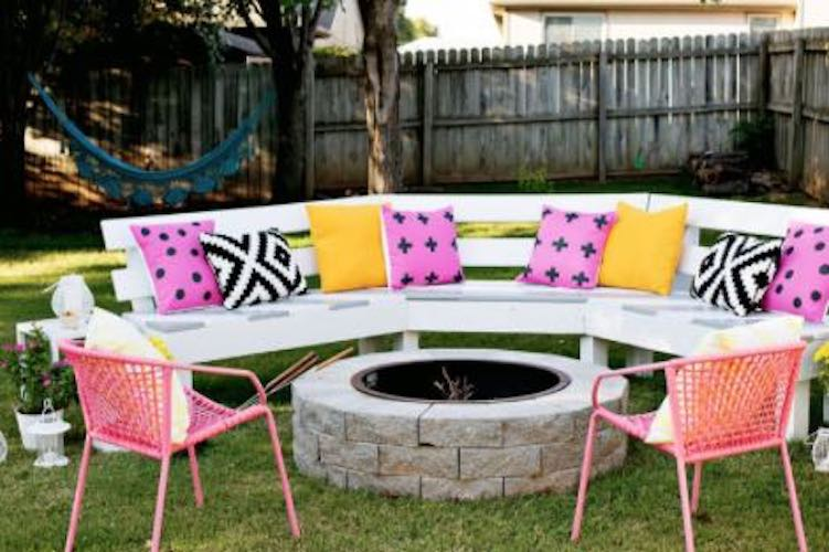Free instructions to build a Curved Fire Pit Bench.