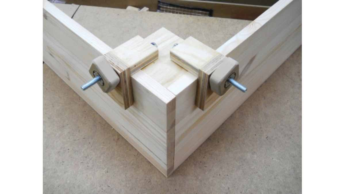 corner clamps,diy,free woodworking plans,free projects,do it yourself